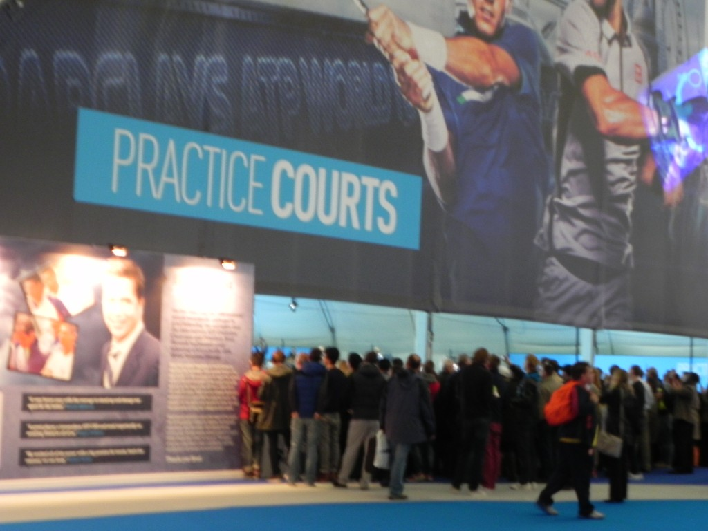 Take a gander of practice courts (Fed's drawing a crowd)