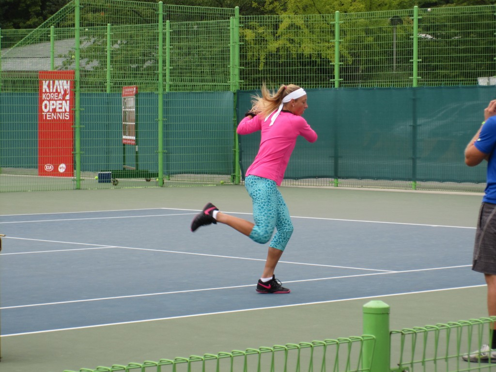Yanina Wickmayer training
