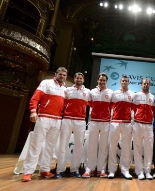 (L-R, Wawrinka, Lammer, Federer, Chiudinelli andCaptain Luthi)